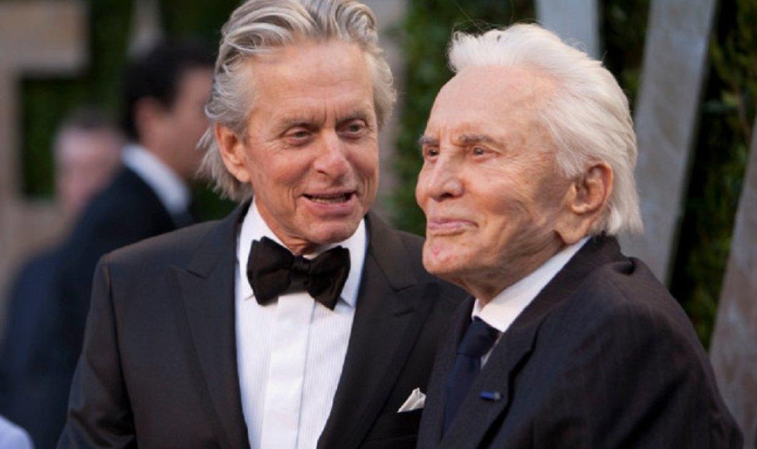 Απίθανη - ιστορική φωτογραφία: Ο 102 ετών Κερκ Ντάγκλας , νέος μαζί με τον γιο του Μάικλ -σήμερα 74 ετών - Κυρίως Φωτογραφία - Gallery - Video