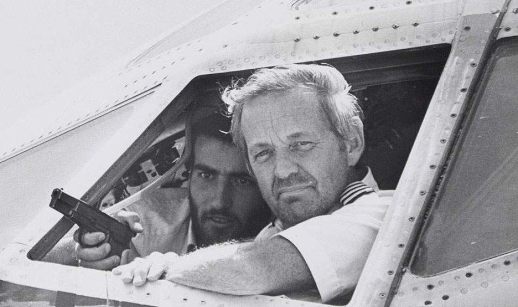 Θρίλερ με τον άνδρα που συνελήφθη στη Μύκονο για την αεροπειρατεία σε πτήση της TWA το 1985 - Πρόκειται για συνωνυμία λέει ο ίδιος - Κυρίως Φωτογραφία - Gallery - Video