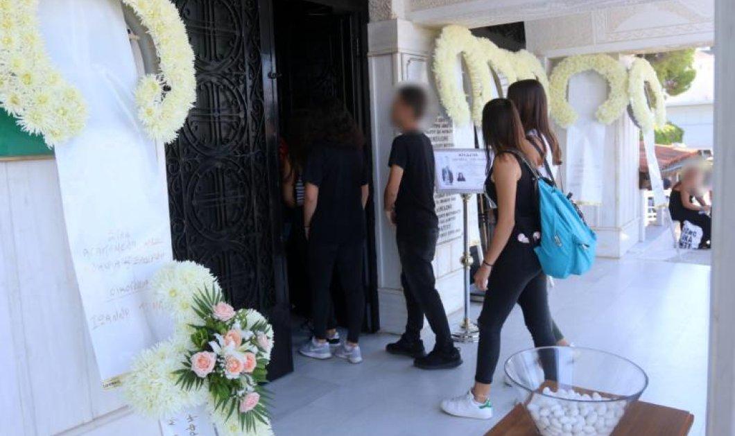 Θρήνος στην κηδεία της 14χρονης που σκοτώθηκε στο λούνα - παρκ του Βόλου -  Ανείπωτος πόνος για την μητέρα & τα αδέρφια της (βίντεο) - Κυρίως Φωτογραφία - Gallery - Video
