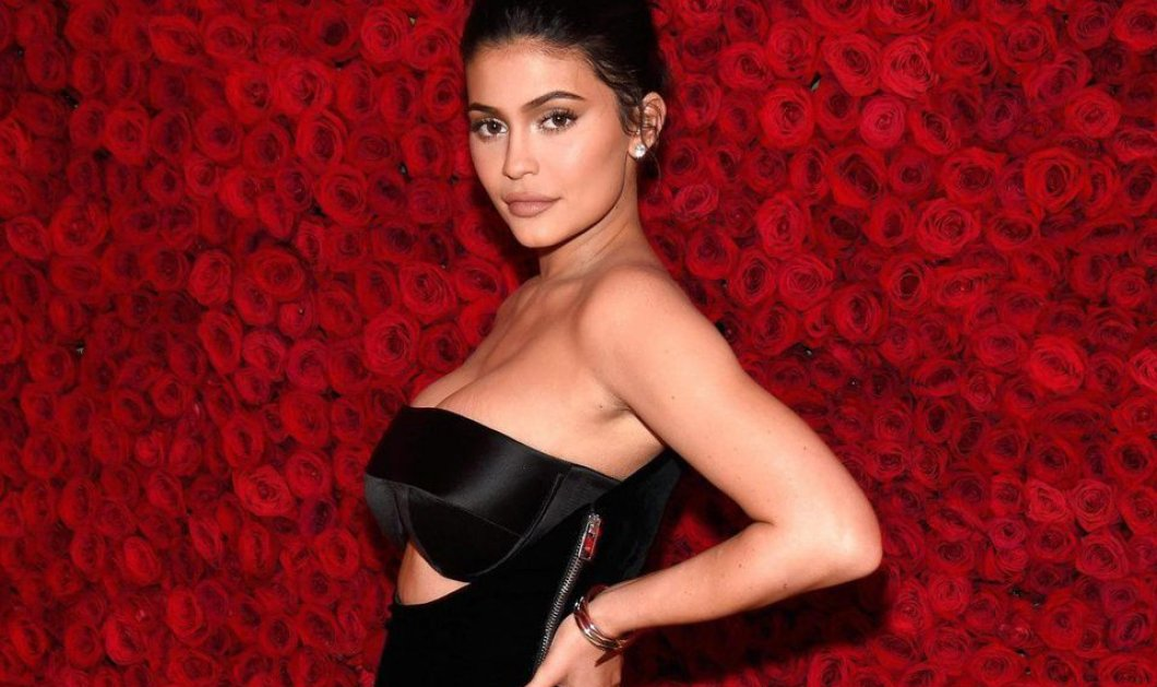 Η Kylie Jenner πόζαρε ολόγυμνη στην αγκαλιά του συντρόφου της, Travis Scott (φωτό)   - Κυρίως Φωτογραφία - Gallery - Video