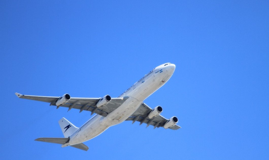Story of the day: Αεροπλάνο έκανε αναγκαστική προσγείωση - O πιλότος έχυσε τον καφέ του στο πάνελ χειρισμού - Κυρίως Φωτογραφία - Gallery - Video