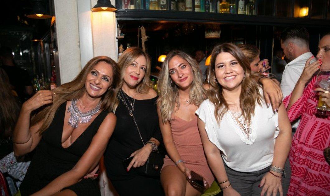Στο πάρτι του δημοσιογράφου Γιώργου Πράσινου η Βίκυ Κουλιανού - Έβαλε το πιο ιλιγγιώδες της ντεκολτέ! (φώτο) - Κυρίως Φωτογραφία - Gallery - Video