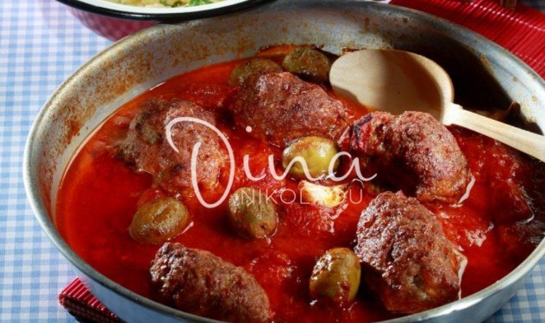 Ντίνα Νικολάου: Μας ετοιμάζει πεντανόστιμα σουτζουκάκια με πράσινες ελιές! - Κυρίως Φωτογραφία - Gallery - Video