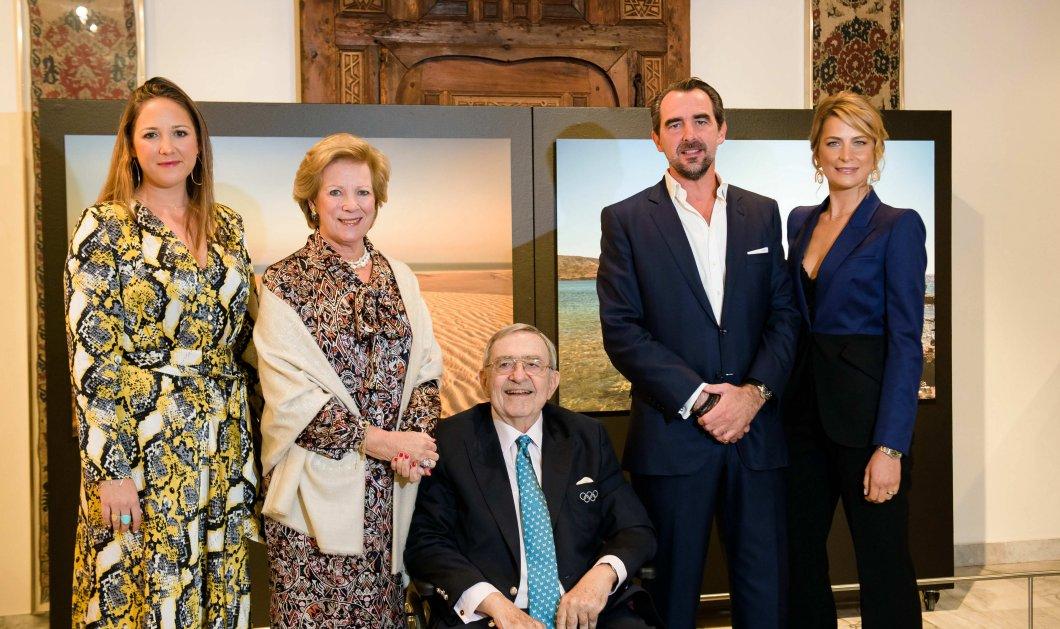 Το Αιγαίο & η έρημος του Κατάρ σμίγουν στις συναρπαστικές φωτογραφίες του Πρίγκιπα Νικόλαου - Η βασιλική οικογένεια δίπλα του στα λαμπερά εγκαίνια  (φώτο) - Κυρίως Φωτογραφία - Gallery - Video