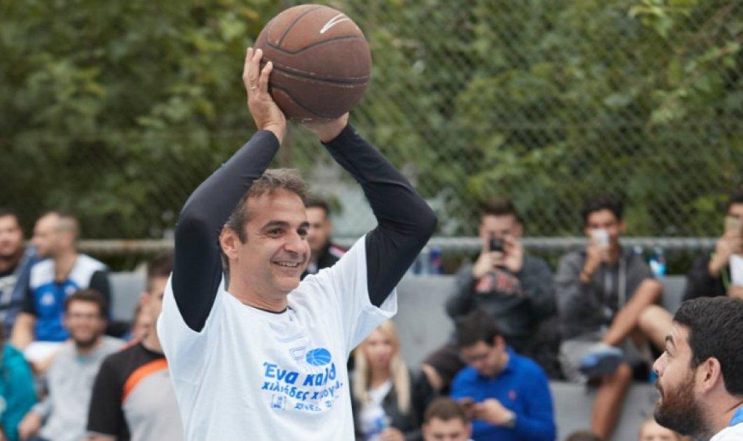 Έπαιζε μπάσκετ ο Πρωθυπουργός και γύρισε το μικρό δάχτυλο του χεριού του - Κυρίως Φωτογραφία - Gallery - Video
