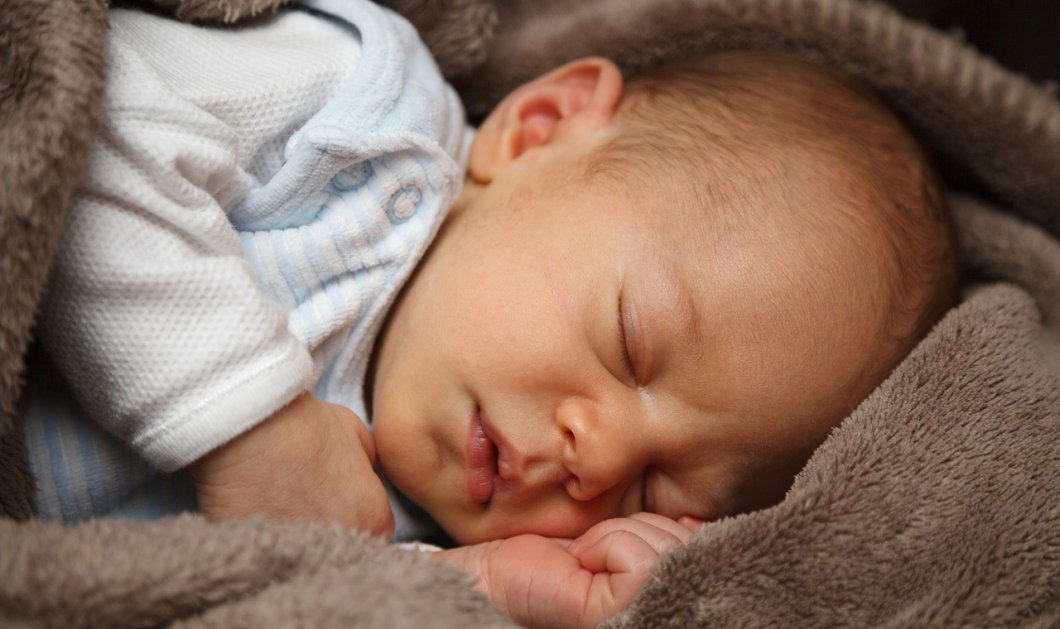 Νεογέννητο μωρό 3 εβδομάδων βρήκε φρικτό θάνατο: Το καταπλάκωσε ο πατέρας του στον ύπνο (φώτο) - Κυρίως Φωτογραφία - Gallery - Video