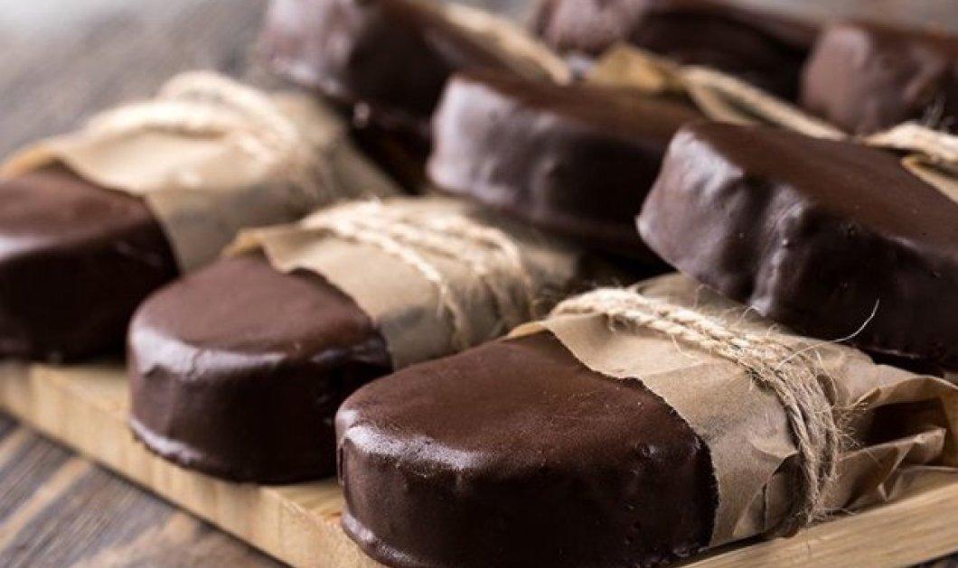 Εύκολο, νόστιμο και πολύ σοκολατένιο γλυκό: Καριόκες από τον Άκη Πετρετζίκη (Βίντεο) - Κυρίως Φωτογραφία - Gallery - Video