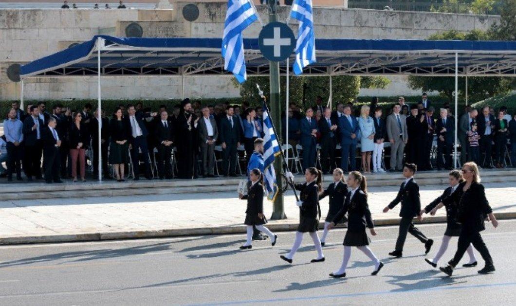 Ολοκληρώθηκε η μαθητική παρέλαση στην Αθήνα  - Πλήθος κόσμου με χαμόγελα & χειροκροτήματα (φωτό) - Κυρίως Φωτογραφία - Gallery - Video