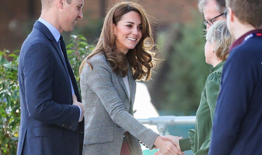 Μια πριγκίπισσα ντυμένη σαν εμάς! - Η Κέιτ Μίντλετον με μπορντό παντελόνι & petits carreaux σακάκι (φώτο) - Κυρίως Φωτογραφία - Gallery - Video
