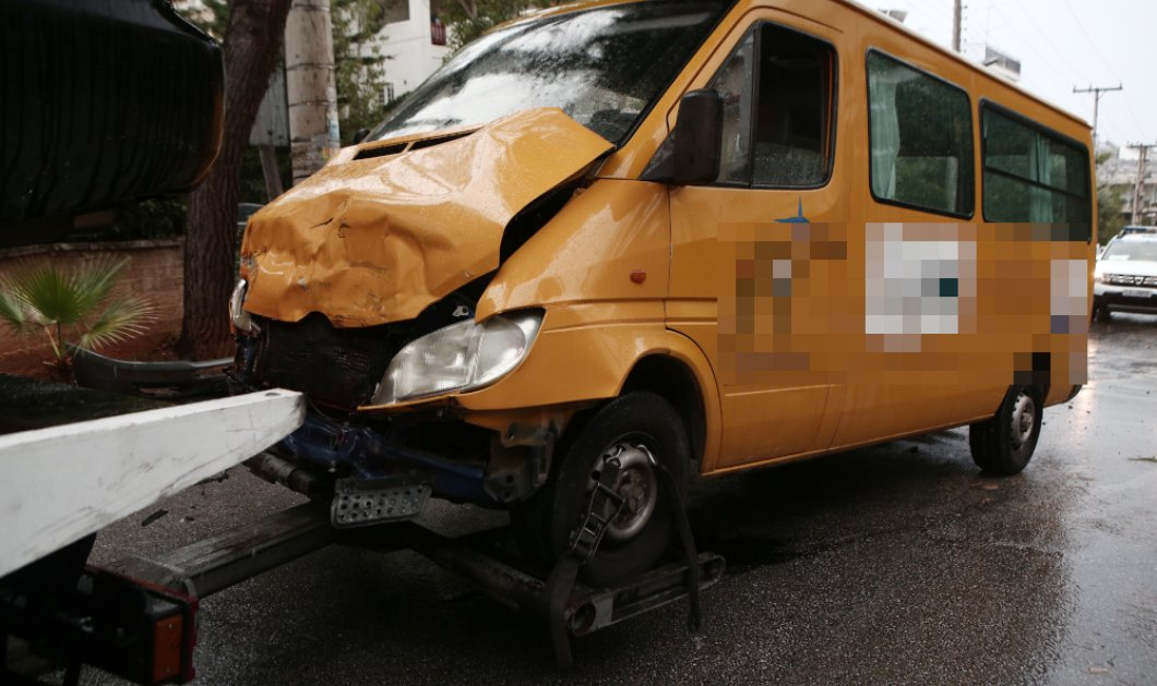 Σοβαρό τροχαίο με σχολικό στη Βούλα - Πέντε παιδιά τραυματίστηκαν (φώτο) - Κυρίως Φωτογραφία - Gallery - Video
