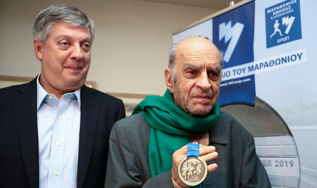Οι σπουδαίοι εικαστικοί μας Φασιανός- Βαρώτσος - Ψυχοπαίδης σχεδίασαν τα νέα μετάλλια για τον ιστορικό μαραθώνιο της Αθήνας (φώτο)  - Κυρίως Φωτογραφία - Gallery - Video