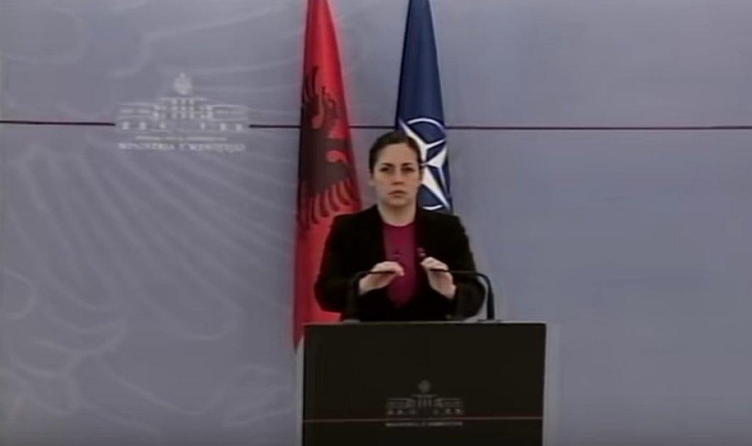 Βίντεο: Η υπουργός άμυνας της Αλβανίας ξεσπάει σε κλάματα μιλώντας για τους νεκρούς του σεισμού  - Κυρίως Φωτογραφία - Gallery - Video