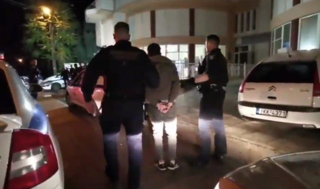 Βίντεο: Σπάνιο ντοκουμέντο από νυκτερινή καταδίωξη ληστών- Live η σύλληψη - Έβαλε τα κλάματα ο ένας όταν του πέρασαν χειροπέδες  - Κυρίως Φωτογραφία - Gallery - Video
