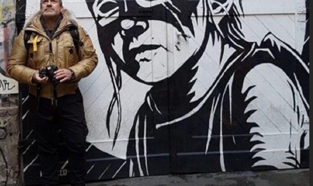 """Ο Σπύρος Χαριτάτος στο τείχος του Βερολίνου μπροστά στο διάσημο """"αδερφικό φιλί του σοσιαλισμού"""" - Το συγκλονιστικό αφιέρωμα (φώτο-βίντεο) - Κυρίως Φωτογραφία - Gallery - Video"""