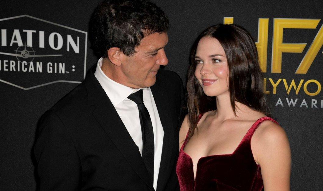 Στέλλα -Μπαντέρας - Γκρίφιθ: Η καλλονή κόρη του Αντόνιο & της Μέλανι με βελούδινη μπορντό  jumpsuit δίπλα στον πατέρα της (φώτο) - Κυρίως Φωτογραφία - Gallery - Video