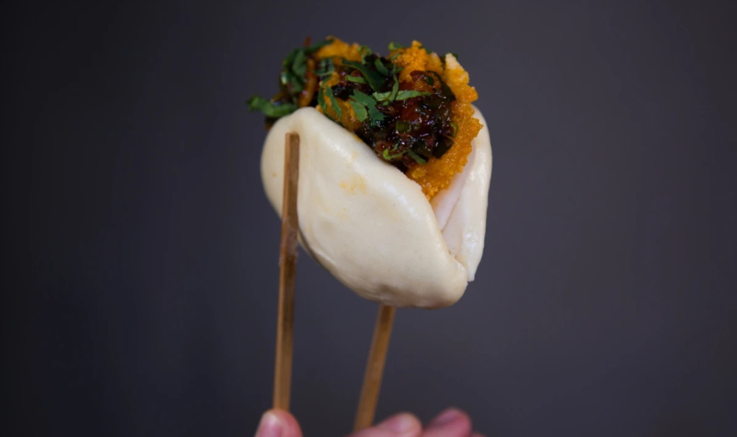 Βίντεο: Το πιο πρωτότυπο εστιατόριο - Σερβίρει Bao Buns με την… φάτσα των πελατών - Κυρίως Φωτογραφία - Gallery - Video