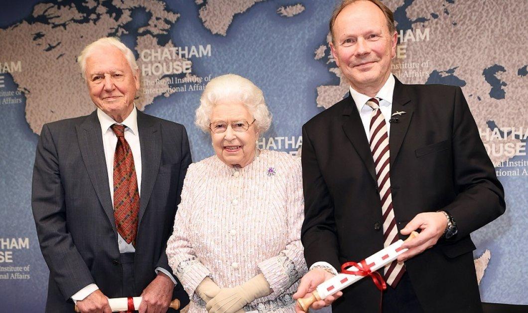 Βρε δεν πάει να καίγεται το Μπάκιγχαμ με τον Andrew; - Η βασίλισσα Ελισάβετ έβαλε το ροζ παλτό της & υποδέχθηκε τους νέους πρέσβεις (φώτο) - Κυρίως Φωτογραφία - Gallery - Video