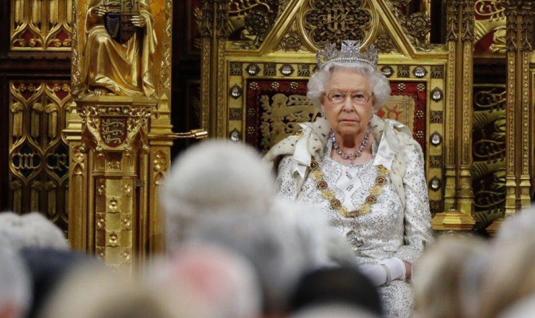 Η βασίλισσα Ελισάβετ δεν θα φοράει πλέον αληθινές γούνες: Ασκεί βέτο στα 93 της χρόνια!  - Κυρίως Φωτογραφία - Gallery - Video