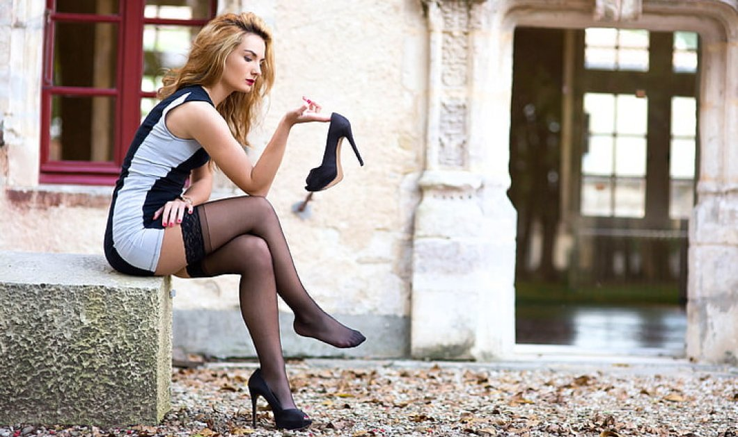 15 μαύρεςγόβες το απόλυτο «φετίχ» στα γυναικείαπαπούτσια! Με χρυσό τακούνι, κλασσικέςή με λουράκι - Φώτο - Κυρίως Φωτογραφία - Gallery - Video