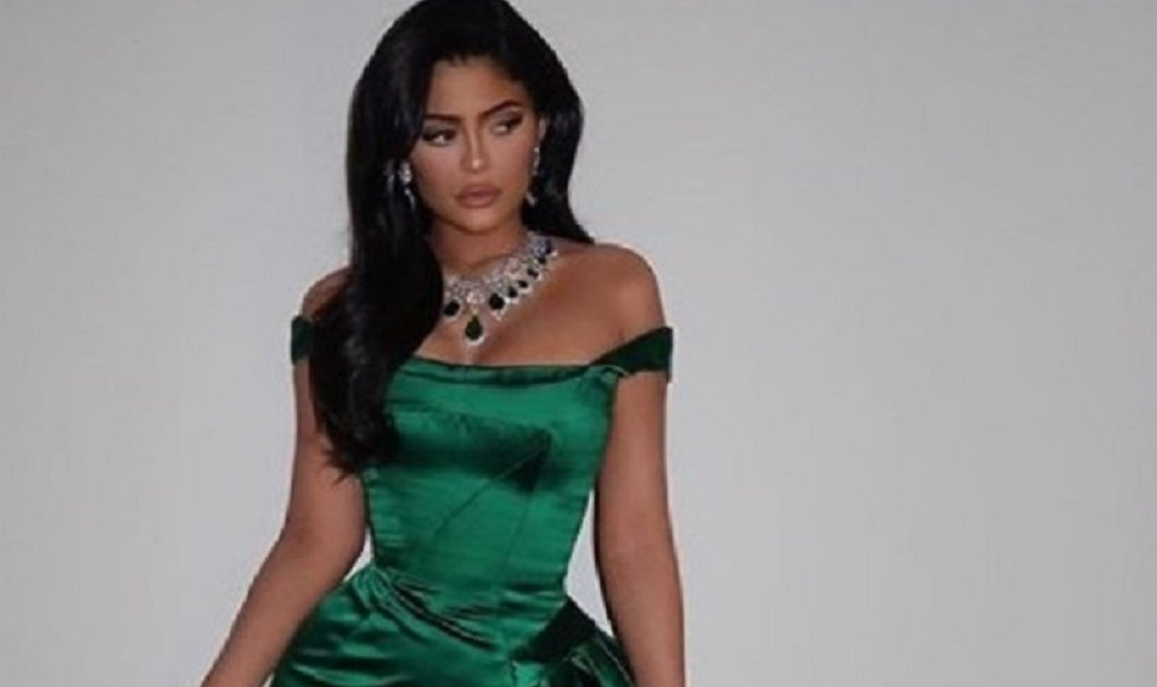 Το συγκλονιστικό φόρεμα της Kyllie Jenner: Ασορτί με της κορούλας της για το ρεβεγιόν των Χριστουγέννων (φώτο) - Κυρίως Φωτογραφία - Gallery - Video