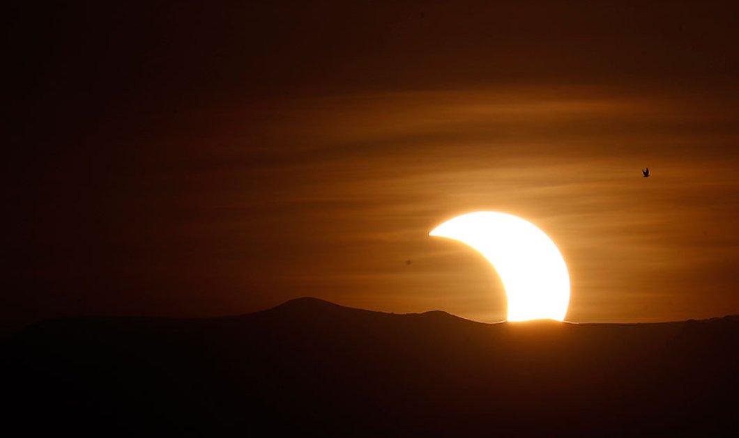 Εντυπωσιακή έκλειψη Ηλίου στην Ασία: Μοναδικές φωτογραφίες & βίντεο από το υπέροχο θέαμα στον ουρανό  - Κυρίως Φωτογραφία - Gallery - Video