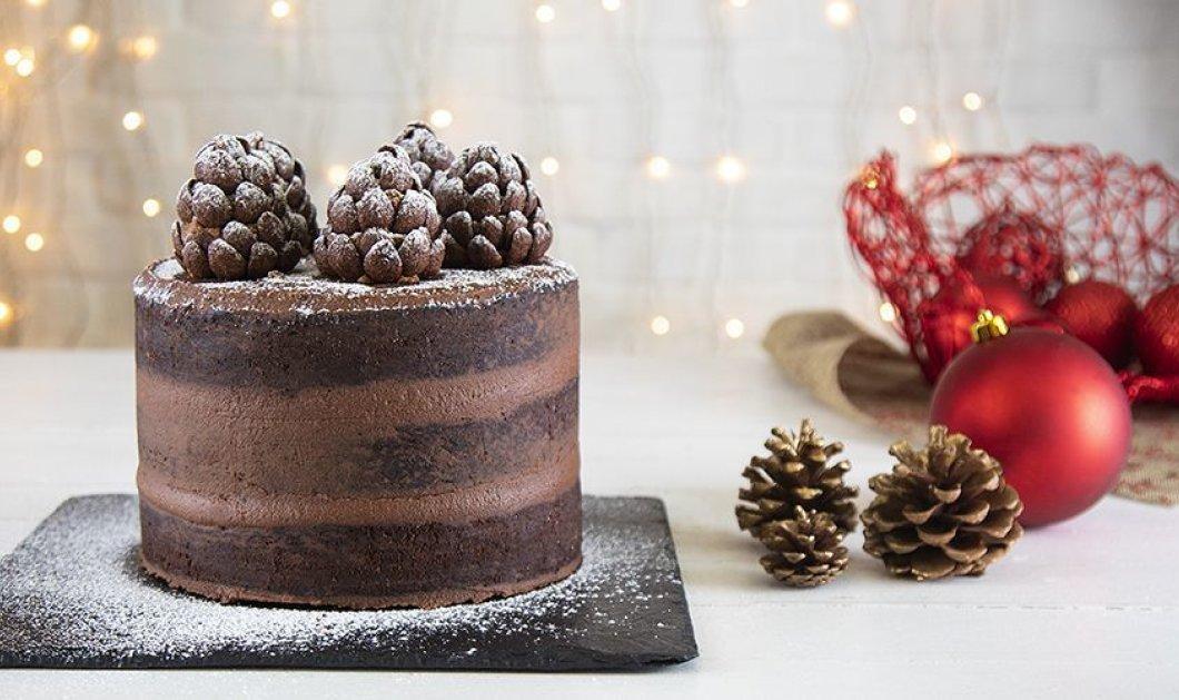 Ο Άκης Πετρετζίκης δημιουργεί ένα εντυπωσιακό γλυκό: Χριστουγεννιάτικη τούρτα σοκολάτα με κάστανο  - Κυρίως Φωτογραφία - Gallery - Video