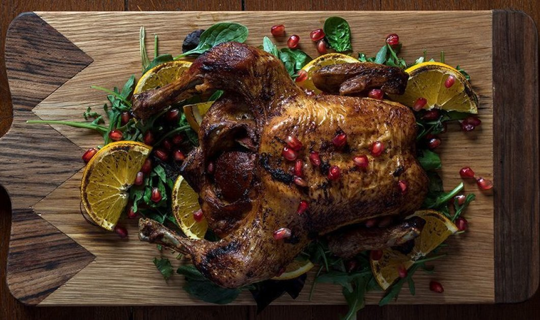 Ο Άκης Πετρετζίκης ετοιμάζει γιορτινό μενού: Ψητό κοτόπουλο με χριστουγεννιάτικα μπαχαρικά  - Κυρίως Φωτογραφία - Gallery - Video