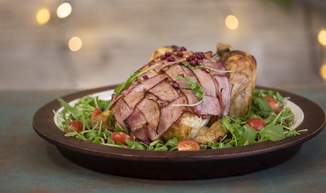 """Ο Άκης Πετρετζίκης σε μια συνταγή """"όνειρο"""": Φτιάξτε νοστιμότατο γεμιστό κοτόπουλο τυλιγμένο με μπέικον  - Κυρίως Φωτογραφία - Gallery - Video"""