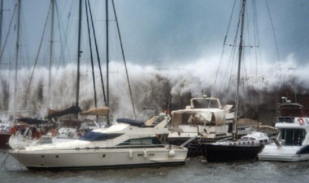 """Ισπανία: 8 νεκρούς άφησε πίσω της η  """"Γκλόρια"""" - Η θάλασσα ξεβράζει αφρό & καλύπτει με """"λευκό σεντόνι"""" ολόκληρο θέρετρο (φώτο-βίντεο)  - Κυρίως Φωτογραφία - Gallery - Video"""