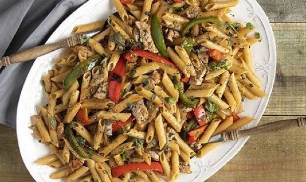 Ο Άκης Πετρετζίκης προτείνει: Healthy πένες με ψαρονέφρι, πράσινη πιπεριά & σάλτσα σόγιας - Βίντεο - Κυρίως Φωτογραφία - Gallery - Video