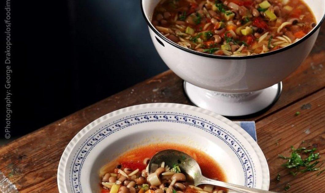Η Αργυρώ Μπαρμπαρίγου προτείνει: Σούπα μινεστρόνε με λαχανικά, κριθαράκι & μαυρομάτικα  - Κυρίως Φωτογραφία - Gallery - Video