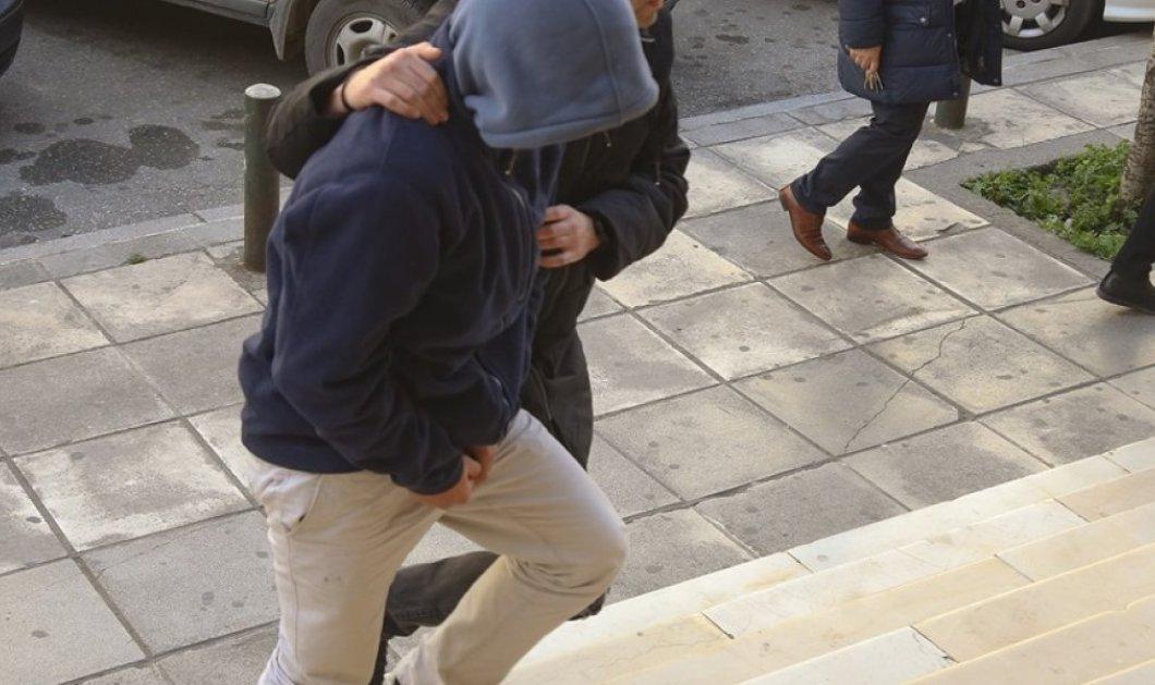 Θεσσαλονίκη: Καθηλωτικός ο ιατροδικαστής - Με 13 μαχαιριές κατέσφαξαν τον ιδιοκτήτη fast food - Κυρίως Φωτογραφία - Gallery - Video