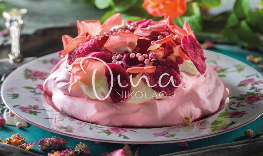 Ετοιμάζεστε για τον Άγιο Βαλεντίνο; Η Ντίνα Νικολάου μας έχει το απόλυτο γλυκό για την ημέρα - Πάβλοβα τριαντάφυλλο - Κυρίως Φωτογραφία - Gallery - Video