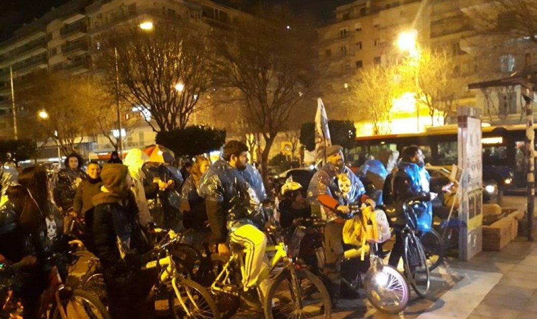 Θεσσαλονίκη: Μασκαράδες ποδηλάτες γιόρτασαν την Τσικνοπέμπτη - Γλέντι, χορός & παρέλαση (φωτό & βίντεο) - Κυρίως Φωτογραφία - Gallery - Video