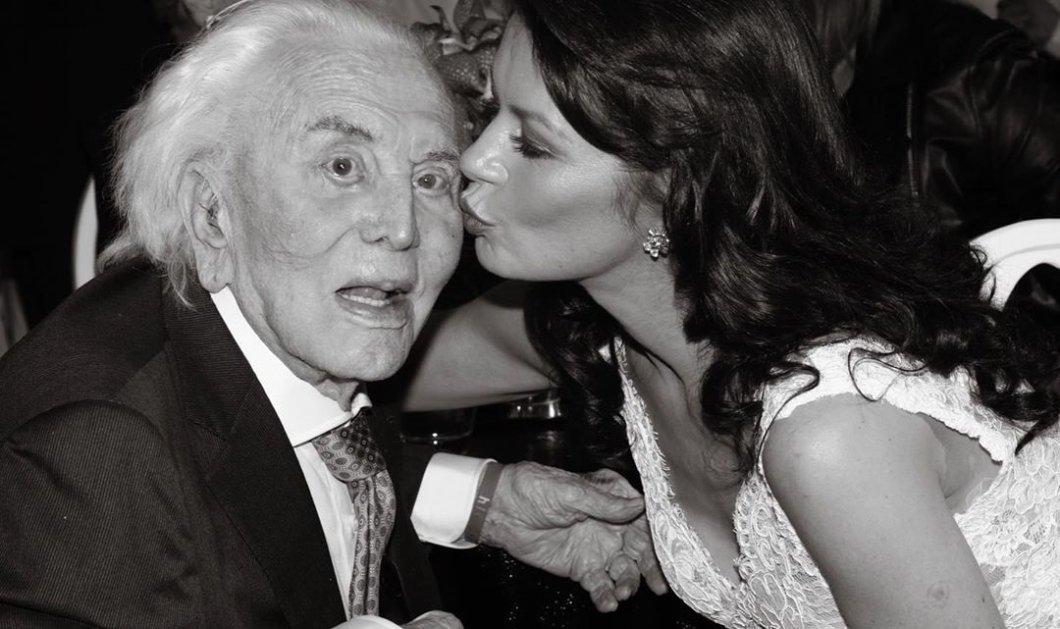 Η Κάθριν Ζέτα Τζόουνς αποχαιρετά τον αγαπημένο της πεθερό Κερκ Ντάγκλας - Οι πιο τρυφερές στιγμές πεθερού - νύφης (φωτο) - Κυρίως Φωτογραφία - Gallery - Video