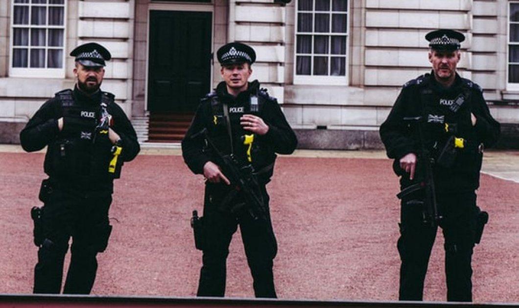 Viral  o Έλληνας βωμολόχος που έβρισε Βρετανό αστυνομικό – Εκείνος του απάντησε ελληνικά (βίντεο) - Κυρίως Φωτογραφία - Gallery - Video