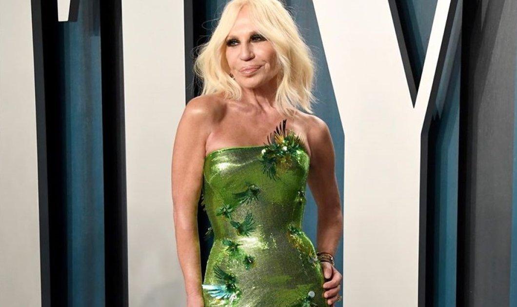 Ντονατέλα Βερσάτσε: Μόλις απέκτησε 5 εκατ. followers & το γλέντησε με δύο εκθαμβωτικές τουαλέτες: Μία θαλασσί & μία πράσινη (φωτό)  - Κυρίως Φωτογραφία - Gallery - Video