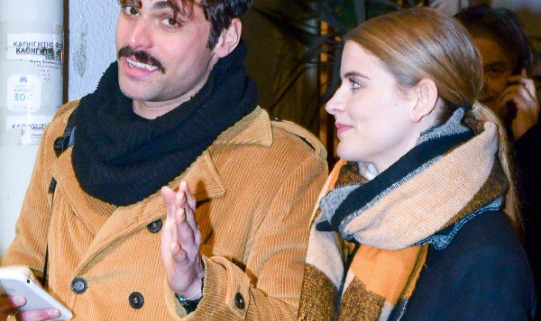 Η «Δρόσω», Δανάη Μιχαλάκη με τον αγαπημένο της στη ζωή Γιώργο Παπαγεωργίου – Πήγαν στο θέατρο, «Άναψαν τα φλας»   - Κυρίως Φωτογραφία - Gallery - Video