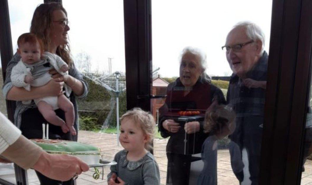 Story of the day: Κορωνοϊός- Τα γενέθλια της εγγονής με γυάλινο διαχωριστικό - Συγκινητικές στιγμές & φιλιά με τους παππούδες κολλημένους στο τζάμι (φωτό) - Κυρίως Φωτογραφία - Gallery - Video