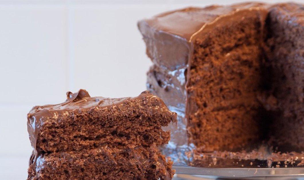 Υπέροχο κέικ γεμιστό με πραλίνα από τον Στέλιο Παρλιάρο  - Κυρίως Φωτογραφία - Gallery - Video