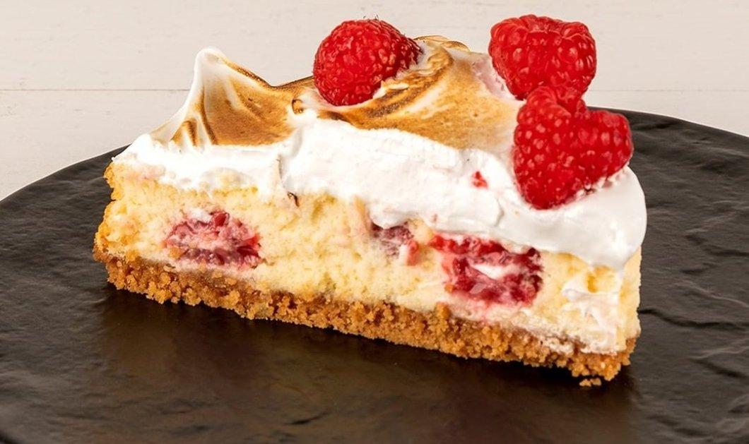 Αυτό το γλυκό θα... στοιχειώσει το Σαββατοκύριακό σας! Απολαυστικό cheesecake με λευκή σοκολάτα και raspberries από τον Άκη Πετρετζίκη (βίντεο) - Κυρίως Φωτογραφία - Gallery - Video