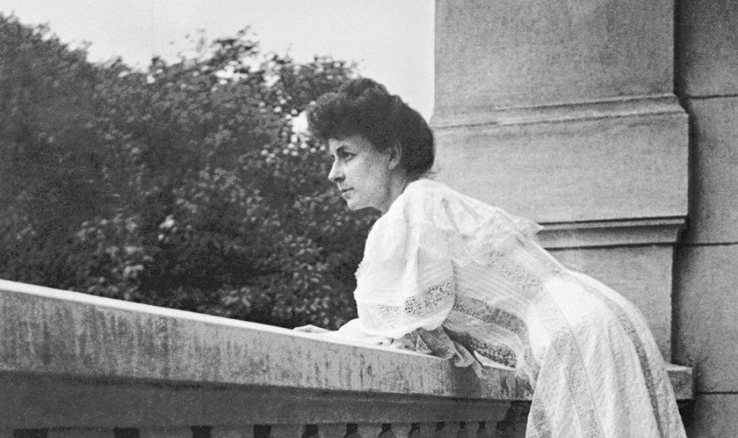 Η κυρία των Ελληνικών γραμμάτων Πηνελόπη Δέλτα - Η πλούσια και πολυτάραχη ζωή της - Κυρίως Φωτογραφία - Gallery - Video