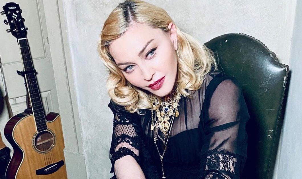 Η Madonna με αλαβάστρινο λευκό δέρμα γυμνή με ροδοπέταλα στη μπανιέρα - Παραμιλάει για τον κορωνοϊό (φωτό - βίντεο) - Κυρίως Φωτογραφία - Gallery - Video
