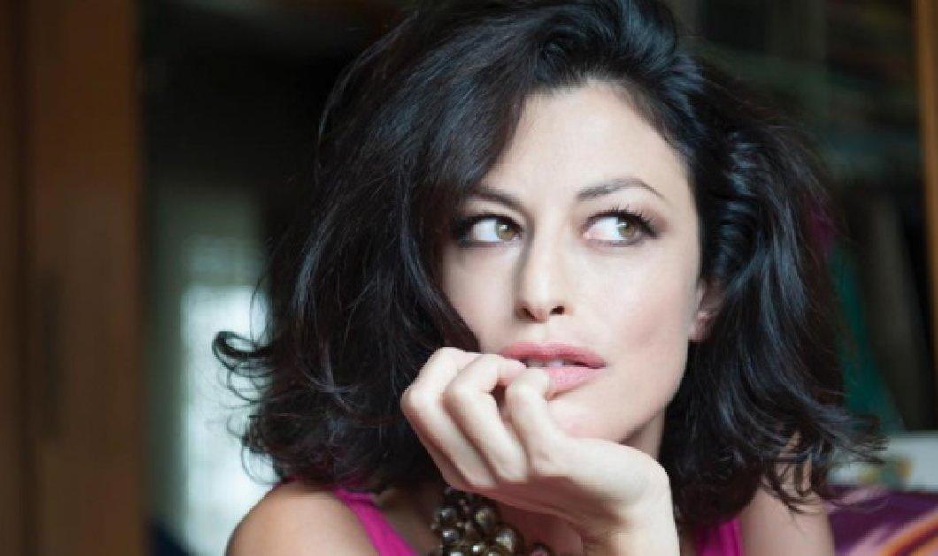 Η γοητευτική Ελληνοϊταλίδα, Δωροθέα Μερκούρη on camera μας προσκαλεί να προσέξουμε μετά τα παθήματα των συμπατριωτών της στην Ιταλία  - Κυρίως Φωτογραφία - Gallery - Video