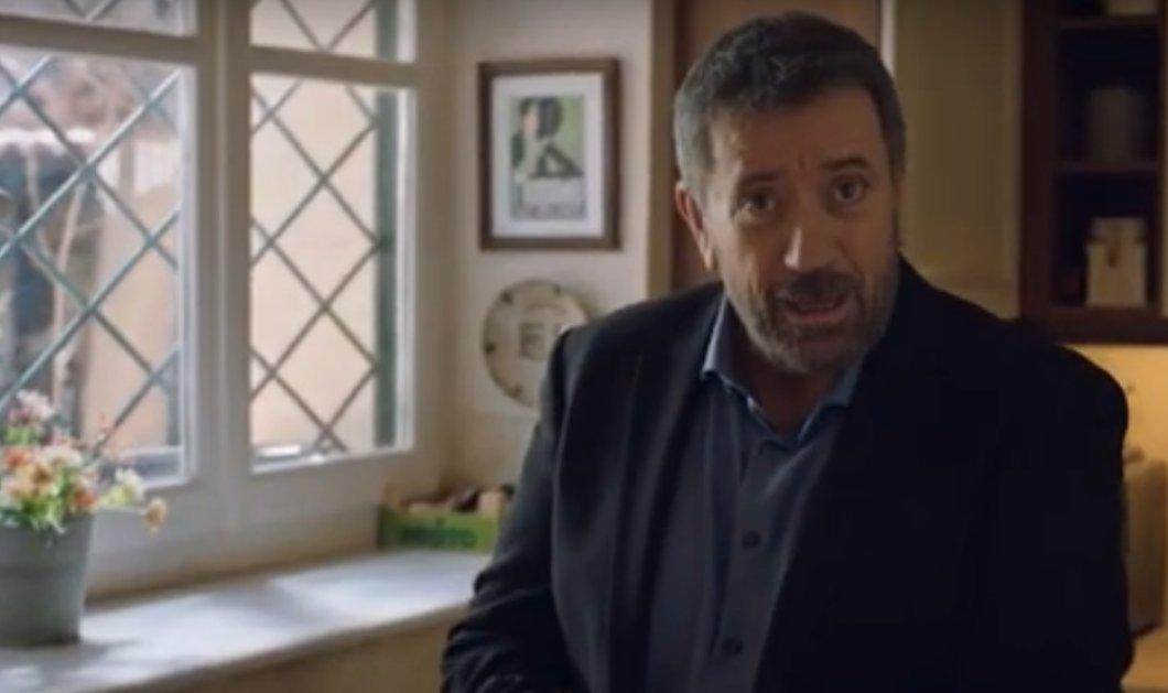 """Βίντεο: Ο μικρούλης που μιμείται τον Σπύρο Παπαδόπουλο στο σποτ """"Μένουμε Σπίτι"""" είναι άπαικτος! Να μας πει κάποιος το όνομά του; (βίντεο) - Κυρίως Φωτογραφία - Gallery - Video"""