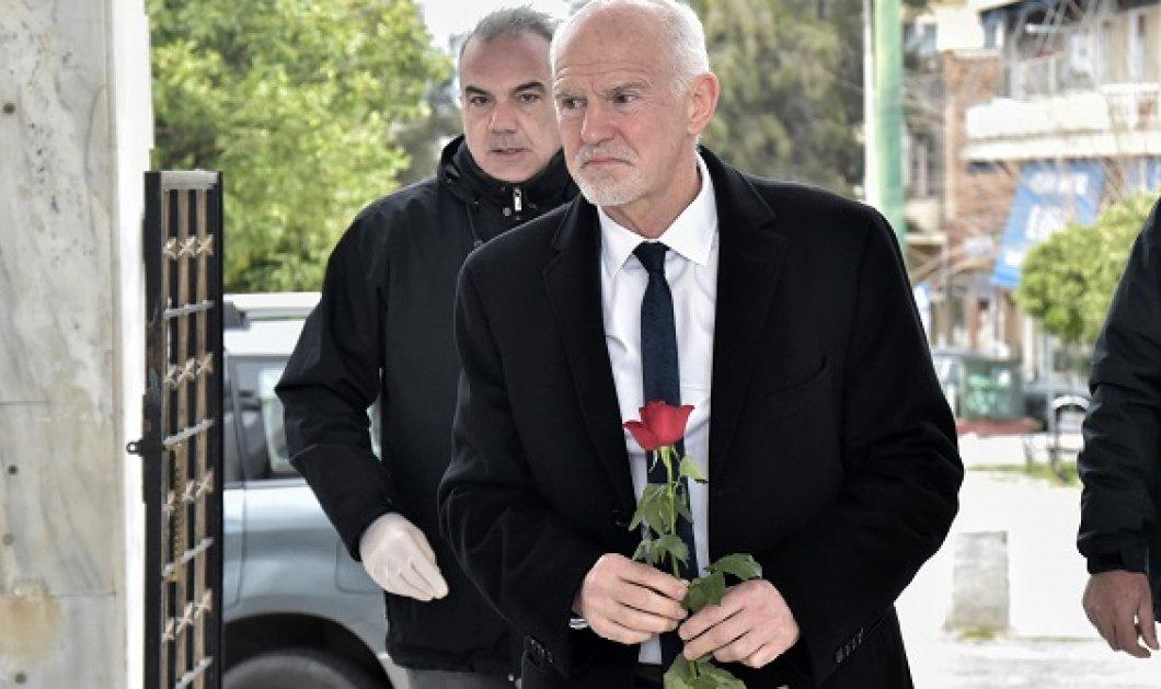 Σύσσωμος ο πολιτικός κόσμος στην πολιτική κηδεία του Φίλιππου Πετσάλνικου στο Α' Νεκροταφείο (φωτό) - Κυρίως Φωτογραφία - Gallery - Video