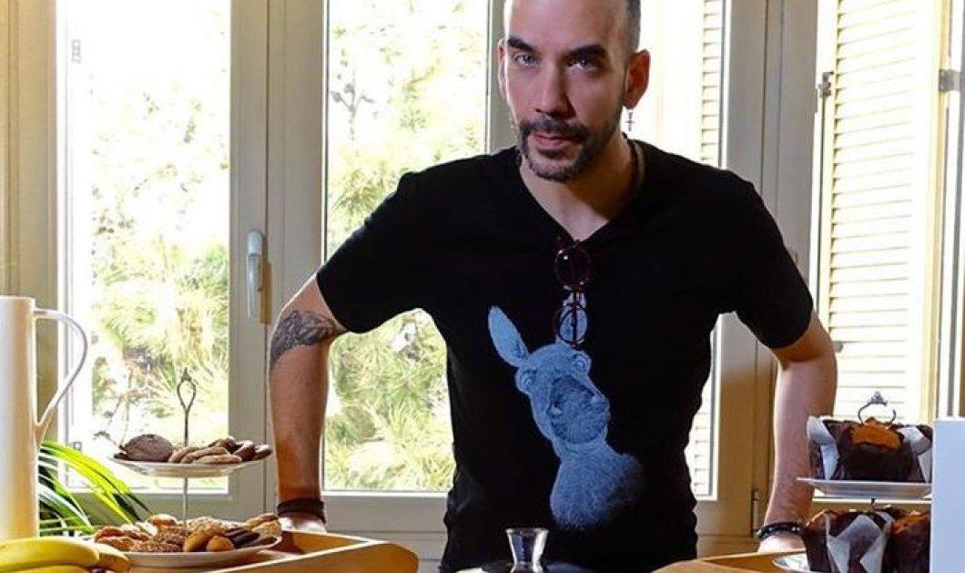Ο Πάνος Μουζουράκης μένει σπίτι με τη νέα του σύντροφο, κάνει μαγικά πριν το φαγητό (φωτό) - Κυρίως Φωτογραφία - Gallery - Video