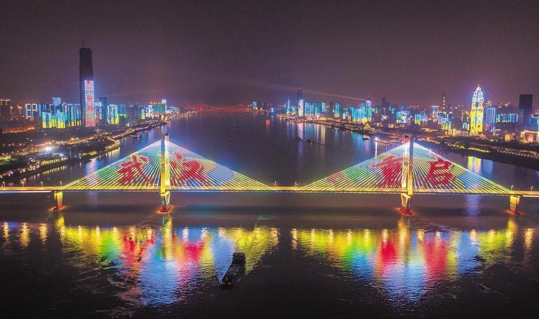 Φως στο τούνελ του κορωνοϊού; Η Wuhan ξαναβγήκε στους δρόμους - Φωταψίες, κόσμος, αλλά & μάσκες (φωτό - βίντεο) - Κυρίως Φωτογραφία - Gallery - Video