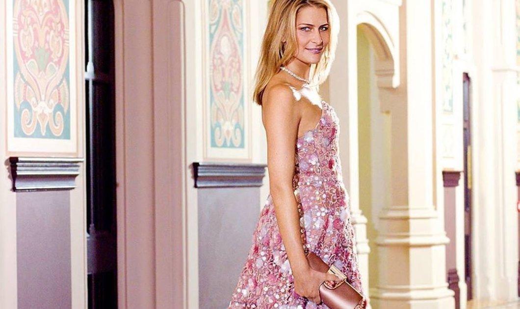 Η Τατιάνα Μπλάτνικ ποζάρει σαν πριγκίπισσα με τις φόρμες της: Η Άνοιξη της Ελλάδας που αγαπώ (φωτό) - Κυρίως Φωτογραφία - Gallery - Video