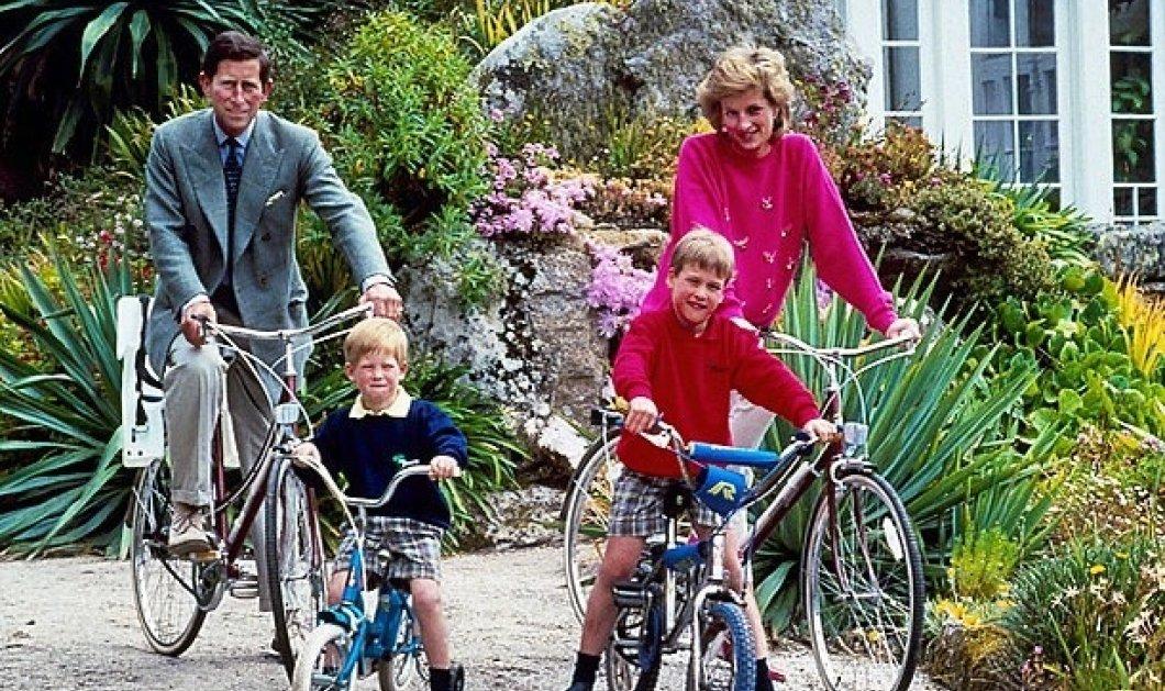 Συγκινεί το σκίτσο της Πριγκίπισσας Diana με τους ενήλικες πια William & Harry - Χαμογελαστή, αγκαζέ με τα αγόρια της (φωτό) - Κυρίως Φωτογραφία - Gallery - Video